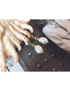 Mia | Minimalistische 18k Gold Fill Perlenohrringe  Perlencreolen, Süßwasserperlen Ohrringe,  Perlen Creolen Natur, Barockperlen Ohrringe by Etsy