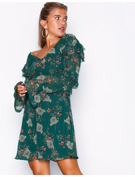 Chic Ruffle Dress by Nly Trend