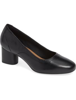 Un Cosmo Step Pump by Clarks®