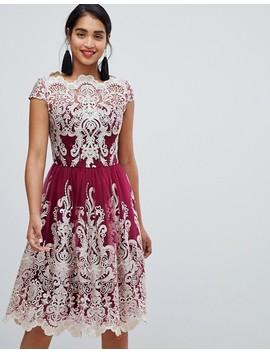Chi Chi London   Premium Metallic Rosa/Lila Balklänning I Spets by Asos