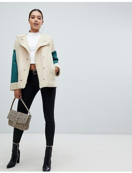 Pretty Little Thing – Krämfärgad Jacka I Shearling Med Färgblock by Asos