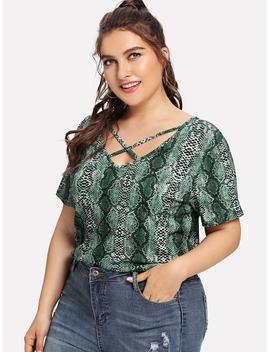 Grande Taille Tee Shirt Croisé Devant Imprimé Peau De Serpent by Sheinside
