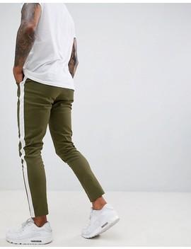 Boohoo Man   Pantalon Chino Fuselé Avec Bande Sur Le Côté   Kaki by Boohoo Man