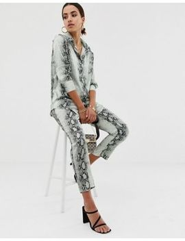 Missguided   Slim Satijnen Broek Van Combi Set In Grijze Slangenprint by Asos