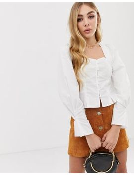 Pretty Little Thing   Blouse Met Lange Mouwen, Ruches Op De Schouders En Knopen In Wit by Asos