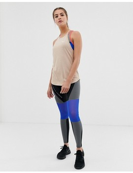 Nike Training – Elastika – Gold Gestreiftes Tanktop by Asos