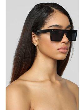Visualize Sunglasses   Black by Fashion Nova