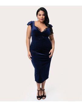 La Femme En Noir Plus Size 1950s Midnight Blue Velvet Baudelaire Wiggle Dress by Unique Vintage