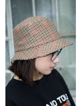 Houndstooth Bucket Hat by Brandy Melville