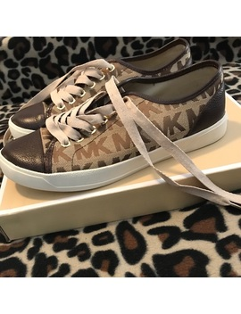 Brand New Michael Kors Mk City Sneakers Size 7.5.   Nwt by Michael Michael Kors