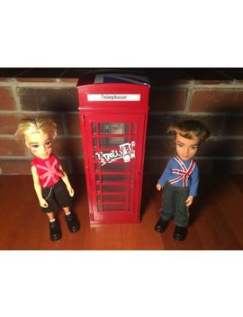 Bratz Doll World London Pretty N Punk Red Telephone Phone Booth & 2 Punk Boys by Mga Entertainment