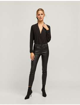 Beschichtete Hose Mit Superhohem Bund Limited Edition by Stradivarius