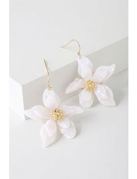 Riya Gold And White Flower Earrings by Lulus