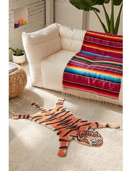 Tapis De Bain En Forme De Tigre by Urban Outfitters
