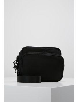 Skye Crossbody Bag   Olkalaukku by Weekday
