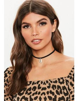 Black Fabric Shell Choker by Missguided