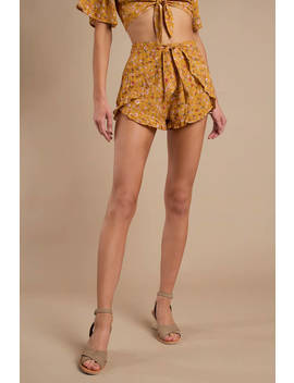 donna-marigold-floral-ruffle-shorts by tobi