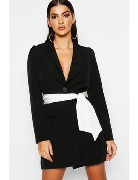 Robe Blazer à Manches Volumineuses Et Ceinture Contrastante by Boohoo