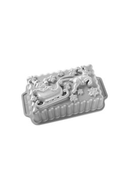 "Nordic Ware Santa's Sleigh Loaf Pan, Cast Aluminum, Lifetime Warranty, 8"" X 5"" X 3"", 6 Cup Capacity by Nordicware"