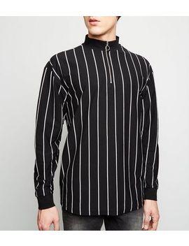 Schwarzes T Shirt Mit Längsgestreiften, Langen Ärmeln Und Stehkragen by New Look