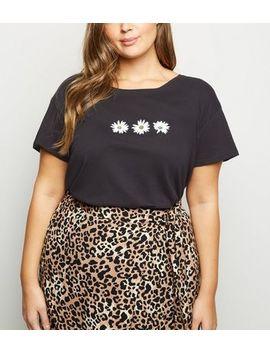 Curves Black Daisy Print Short Sleeve T Shirt by New Look