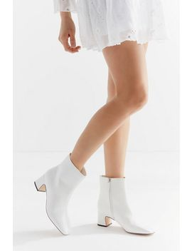 Uo Kate Femme Essential Boot by Urban Outfitters