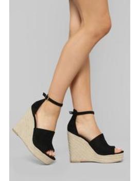 Don't Trip Wedge   Black by Fashion Nova