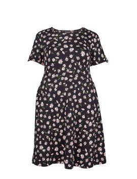 **Dp Curve Black Daisy Print T Shirt Dress by Dorothy Perkins