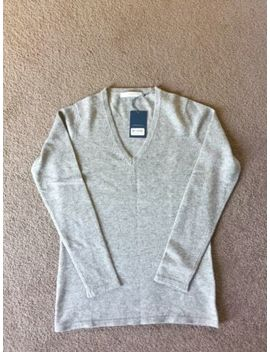 Herringbone V Neck, Light Grey, 100% Cashmere Sweater. Still With Tags. Size 34. by Herringbone