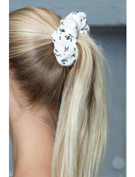 White And Black Flower Scrunchie by Brandy Melville