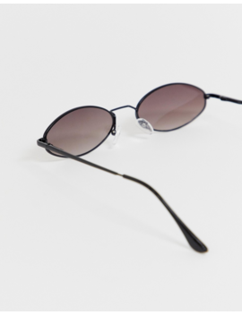 New Look   Petites Lunettes De Soleil Ovales   Noir by New Look