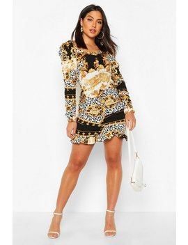 Ruched Sweetheart Neck Chain Print Dress Ruched Sweetheart Neck Chain Print Dress by Boohoo