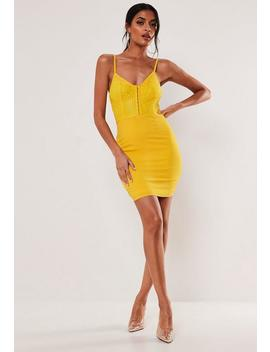 Robe Courte Jaune Moulante En Dentelle by Missguided