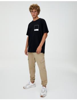 Camiseta Negra Logo Pantone by Pull & Bear
