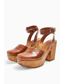 Gabby Tan Closed Clogs by Topshop