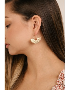 Solar Eclipse Hammered Gold Earrings by Lulus