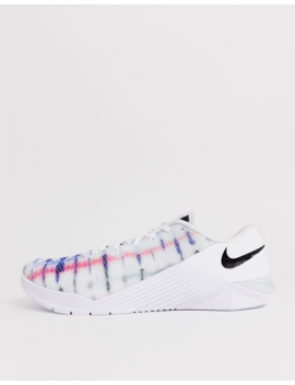 Nike Training – Metcon 5 – Weiße Sneaker by Asos