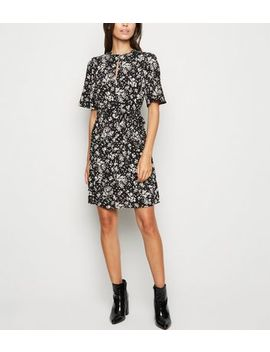 Black Ditsy Floral Keyhole Belted Tunic Dress by New Look