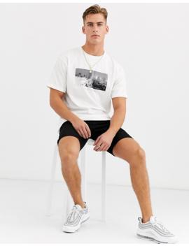Pull&Bear – Weißes T Shirt Mit City Print Auf Der Brust by Asos