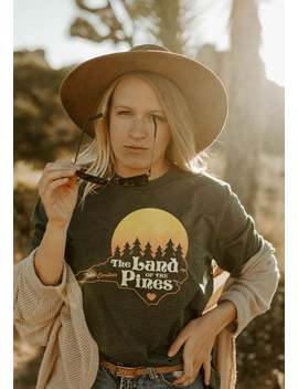 Land Of The Pines Tee / Womens Graphic Tees / Vintage Style 70s T Shirt / North Carolina T Shirt / Old North State Gifts Souvenir T Shirt by Etsy