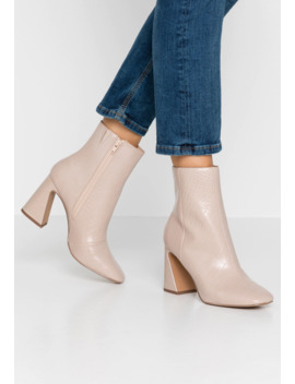 Flare Heel Basic Boot   High Heel Stiefelette by Miss Selfridge