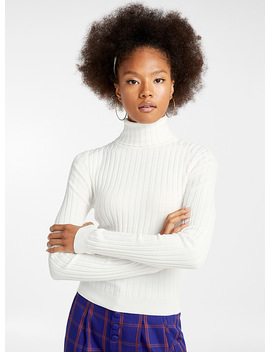 Solid Ribbed Turtleneck by Twik