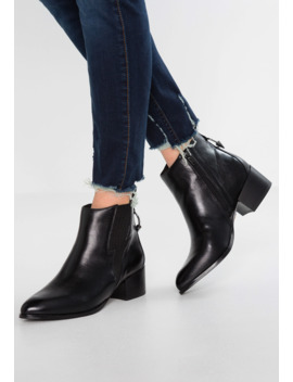 Alice   Ankle Boot by Buffalo