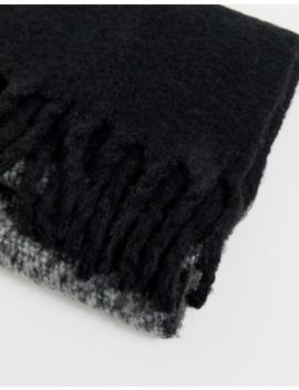 Asos Design – Flauschiger Schal In Grau Und Schwarz Mit Farbblockdesign Und Quasten by Asos