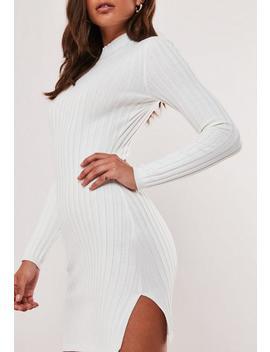 Vestido Corto De Punto Canalé Con Cuello Alto En Blanco by Missguided