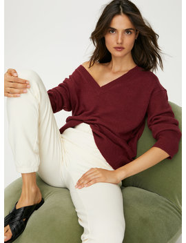 Luxe Cashmere Relaxed V Neck by The Group By Babaton