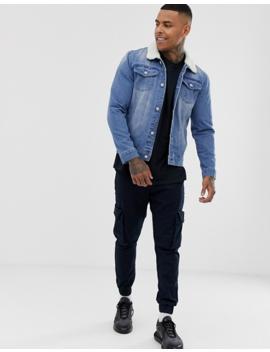 Boohoo Man – Jeansjacke In Heller Waschung Mit Teddykragen by Asos