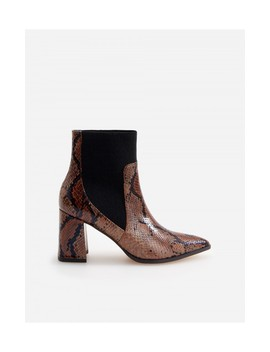 Ankle Boots In Schlangen Optik by Reserved