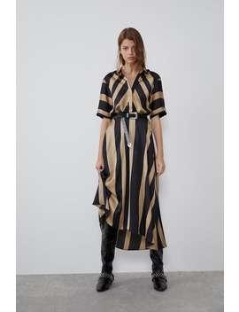 Sukienka Z Tkaniny Satynowanej W Paski Zobacz Więcej Sukienki Kobieta by Zara