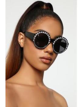 In The Zone Sunglasses   Black by Fashion Nova
